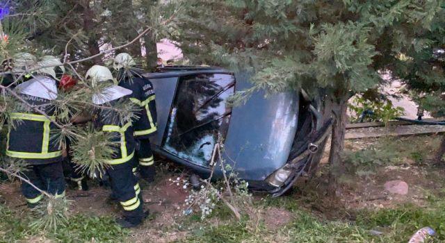 Kontrolden Çıkan Otomobil Ormanlık Alana Düştü: 2 Yaralı