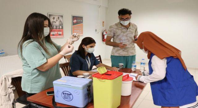 Günde 2 Bin 600 Kişiye Aşı Yapılan Aksaray'da Nüfusun 3'te 2'si Aşılandı