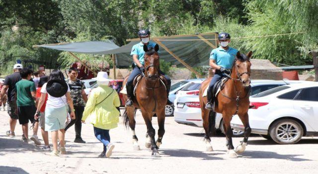 14 Kilometrelik Ihlara Vadisi'nde Atlı Jandarma Timleri Devriyede