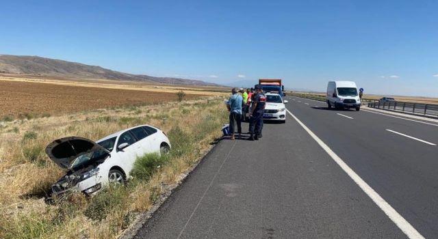 Kontrolden Çıkan Otomobil Şarampolde Düştü: 2 Yaralı