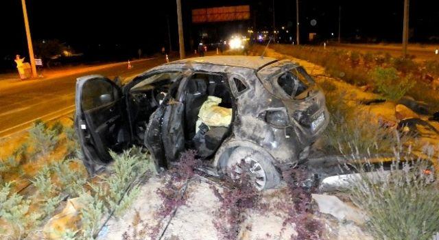 Takla Atan Otomobil Refüje Düştü: 5 Yaralı