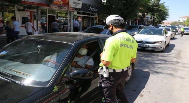 Yoğun Trafiğe Polisten Sıkı Denetim