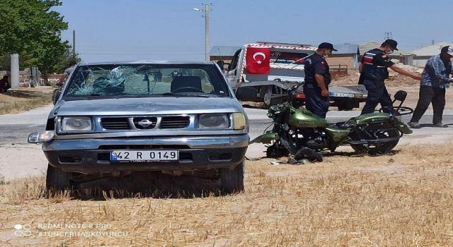 Kamyonet İle Motosiklet Çarpıştı: 1 Ölü, 2 Yaralı