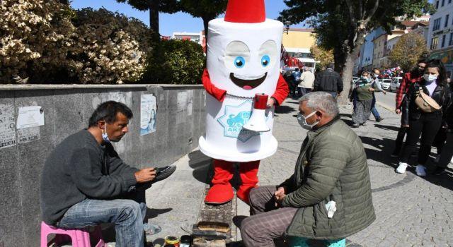 Aşı Maskotu Meydanda 'mavi' Kategori İçin Vatandaşlara Seslendi