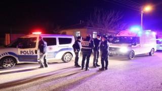 Yaşlı çift kafalarından vurulmuş halde evlerinde ölü bulundu