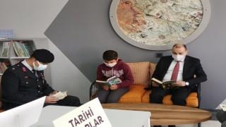 Jandarmadan Köy Okuluna Kitap Bağışı