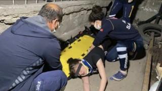 Balkonda dengesini kaybeden genç kız 3. kattan düştü