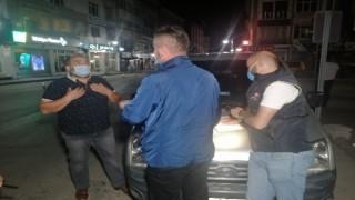 """Muayenesiz araçla kısıtlamayı delen sürücüden polise: """"Şov yapmayın"""""""