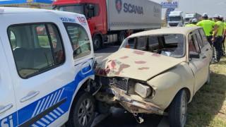 Sahte Plakalı Araçla Kaçan Sürücü Polis Aracına Çarptı: 1'i Polis 4 Yaralı