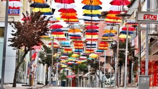 Şemsiyeli Sokak Renklendirildi