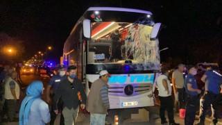 Yolcu Otobüsü İle Kamyonet Çarpıştı: 13 Yaralı