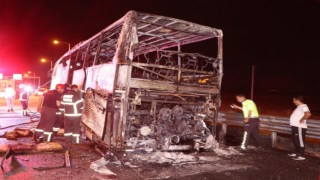 Alev topuna dönen yolcu otobüsünden son anda kurtuldular