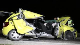 Arpa Yüklü Traktöre Arkadan Çarpan Araçtaki Yolcu Hayatını Kaybetti