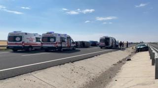 Hafif Ticari Araç İle Otomobil Çarpıştı: 7 Yaralı