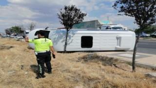 Önüne Aniden Araç Çıkan Servis Minibüsü Devrildi