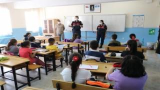 Aksaray Jandarma, Okul Okul Gezerek Öğrencileri Bilgilendirdi