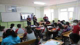 Jandarmadan Minik Öğrencilere Güvenlik Eğitimi