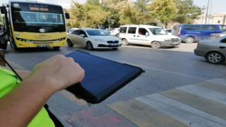 Yayalara Yol Vermeyen ve Telefon Kullanan Sürücülere 7 Bin 486 Lira Ceza