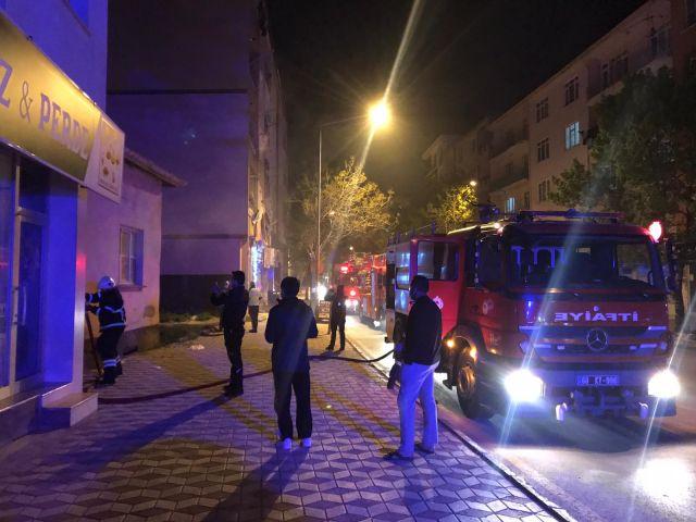 Gece Saatlerinde Çıkan Yangın Panik Yarattı